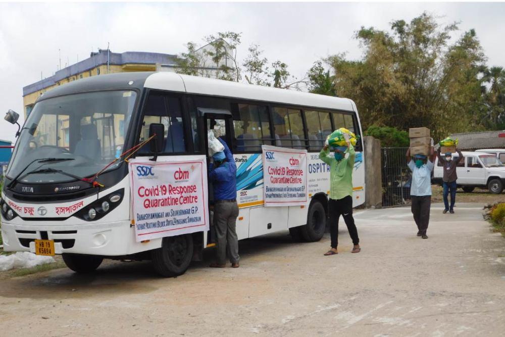 trasporto di materiale nell'emergenza covid in India