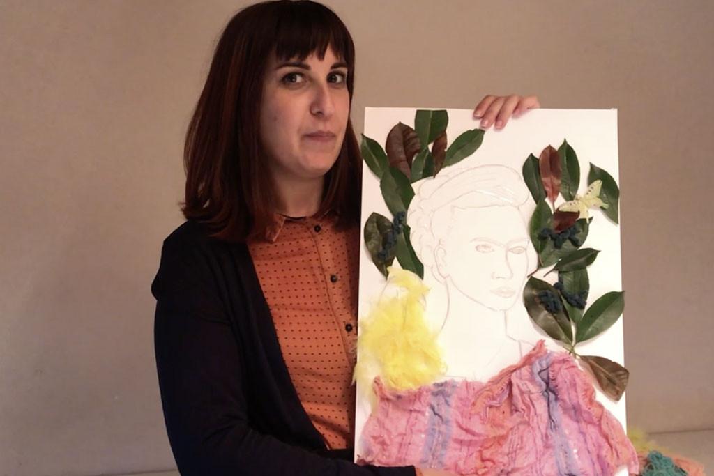 donna con con disegno in mano